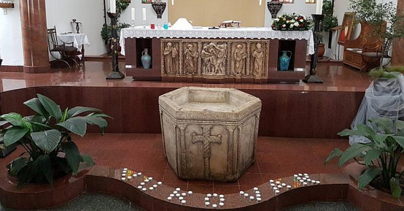 HRVATI U AFRICI Na cijelom kontinentu samo jedna hrvatska misija, svećenik obilazi vjernike i u zemljama subsaharske Afrike