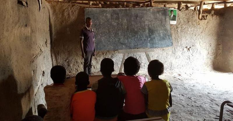 POZIV HRVATSKIM ISELJENICIMA I NAŠIM ČITATELJIMA Pomozimo don Borisu da pomogne siromašnoj djeci da se školuju