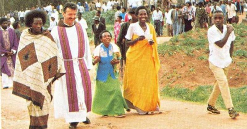 PRIJE TOČNO 20 GODINA Ubijen je fra Vjeko Ćurić, hrvatski junak koji je ostao u paklu Ruande kad je počeo genocid