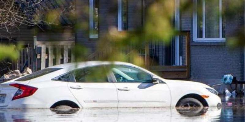 TISUĆE LJUDI EVAKUIRANO Nakon što je u blizini Montreala došlo do narušavanja nasipa