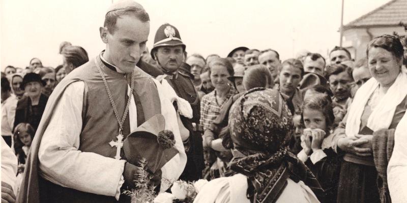POGLED IZ ISELJENIŠTVA (ALOJZIJE STEPINAC) Još se nije čulo da se neka (druga) Crkva uplitala u proces kanonizacije i da je Papa to uvažavao