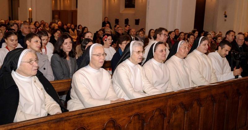 POGLEDAJTE PROSLAVU ZLATNOG JUBILEJA HKM HAMBURG Hrvati iz Hamburga: Sretni smo što imamo redovnike i redovnice u iseljeništvu