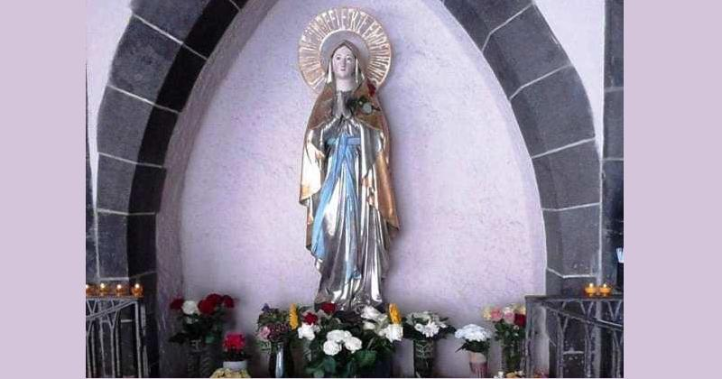 GOSPA LURDSKA U FRANKFURTU Nalazi se u dvorištu predivne njemačke crkve 'Liebfrauen Kirche' i Franjevačkog samostana