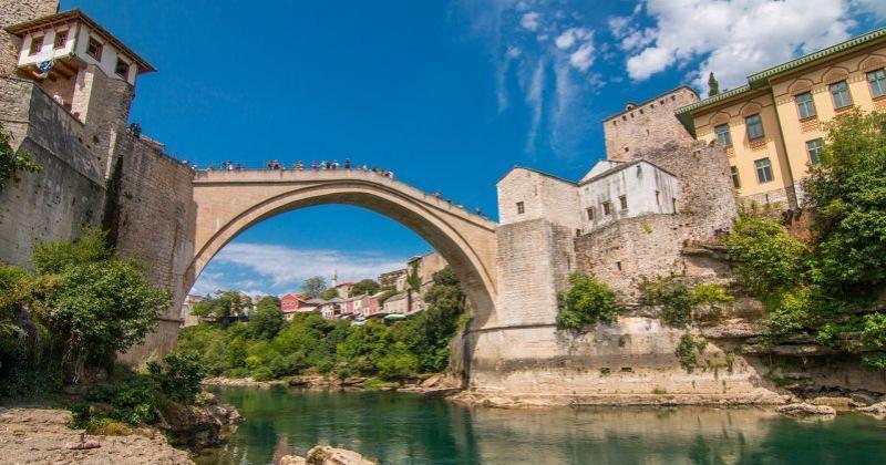 SVE VIŠE LJUDI ODLAZI Svaki treći stanovnik želi napustiti Bosnu i Hercegovinu u sljedećih pet godina