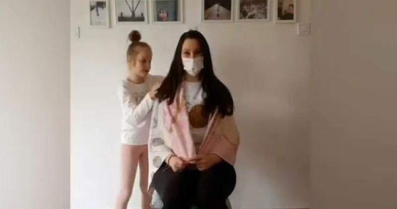 BORBA MLADE MAJKE Jednu je bitku dobila, ali rak se vratio. Izgubila je kosu, a glavu joj je pomogla obrijati kćerkica