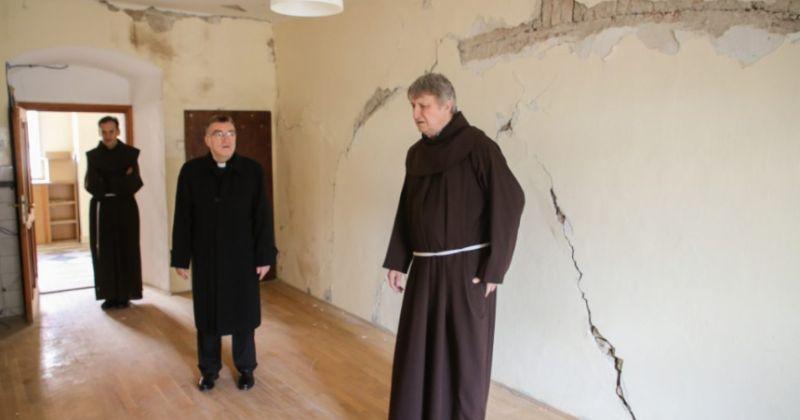 POSLJEDICE NAKON POTRESA Kardinal Bozanić obišao crkvu Sv. Franje Asiškog