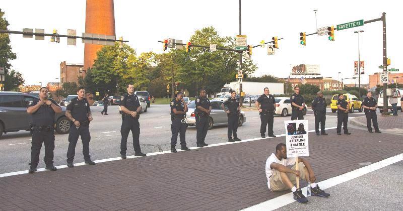 NE JENJAVAJU PROSVJEDI U AMERICI 'Biti crnac ne smije biti smrtna presuda'