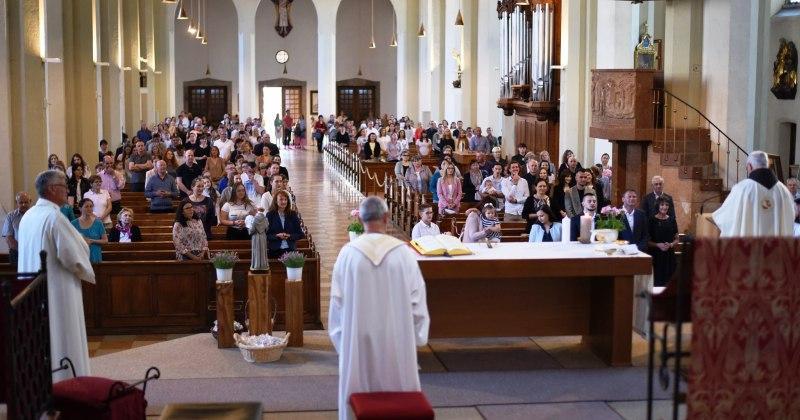 ANTUNOVO U SALZBURGU Proslavljeno uz tradicionalni blagoslov ljiljana i djece
