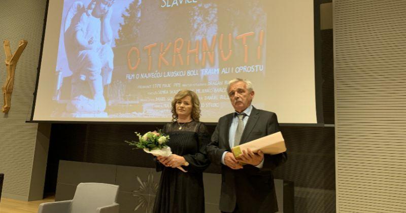 (VIDEO) PREDSTAVLJEN FILM 'OTKRHNUTI' Emocionalne priče roditelja o gubitku svoje djece u agresiji na Hrvatsku