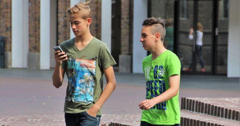 NEOBIČNA ODLUKA U JAPANU Prva zabrana istodobnog hodanja i gledanja u mobitel u svijetu