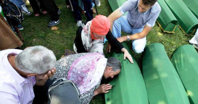 U SREBRENICI UBIJENO VIŠE OD 8000 MUSLIMANSKIH MUŠKARACA I DJEČAKA Udovice ne pronalaze mir ni 25 godina od genocida