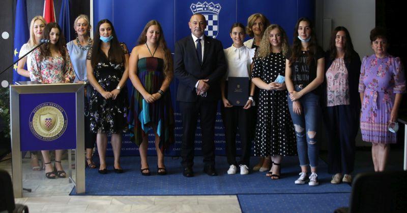 (VIDEO) POGLEDAJTE OVAJ PONOS HRVATSKE Srednjoškolci nagrađeni za najbolje priče o Domovinskom ratu
