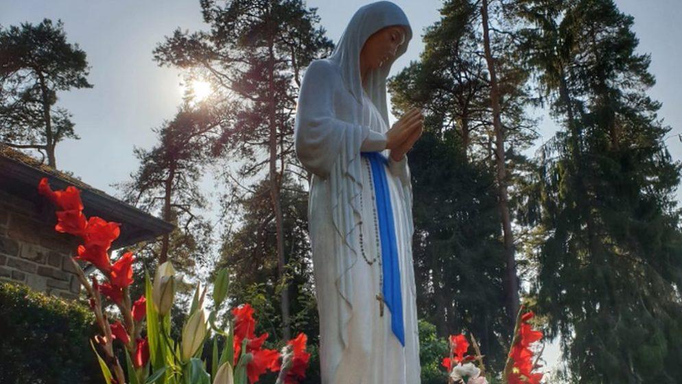 (FOTO) Hrvati iz Njemačke, Belgije, Nizozemske i Luxemburga hodočastili Djevici Siromaha u Banneuxu