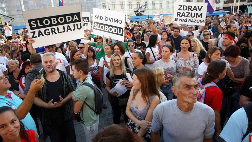 Tisuće ljudi na prosvjedu protiv korona mjera na trgu bana Jelačića