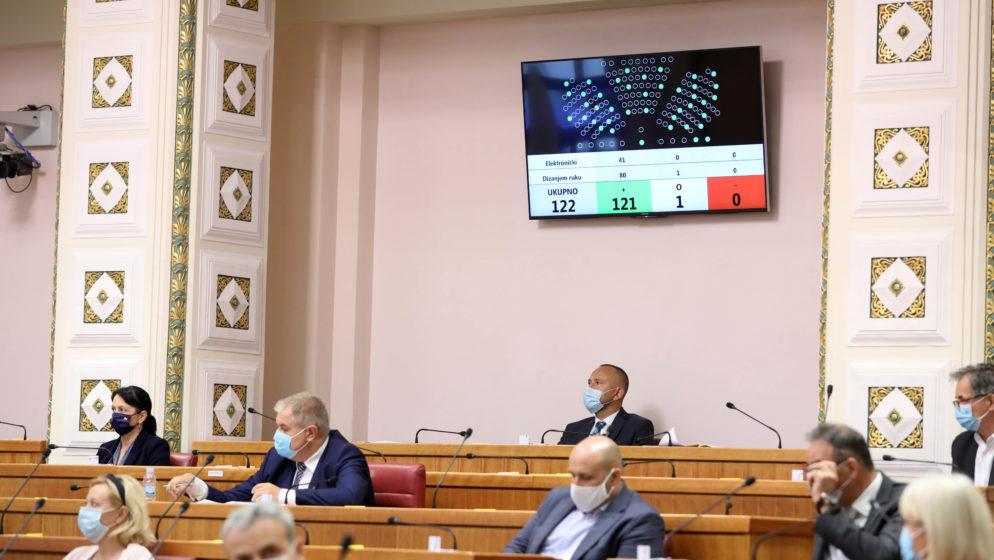 Hrvatski sabor skinuo imunitet trojici zastupnika: Darku Puljašiću, Draženu Barišiću i Vinku Grgiću