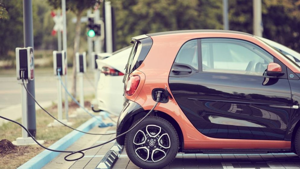 Prosječni novi automobil u Europskoj uniji trošit će 2030. godine u prosjeku 2 l/100 km goriva!
