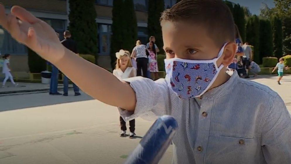Prvašić iz BiH reporterki: Stavi masku na nos, odmakni se zbog korone, ne želim se zaraziti