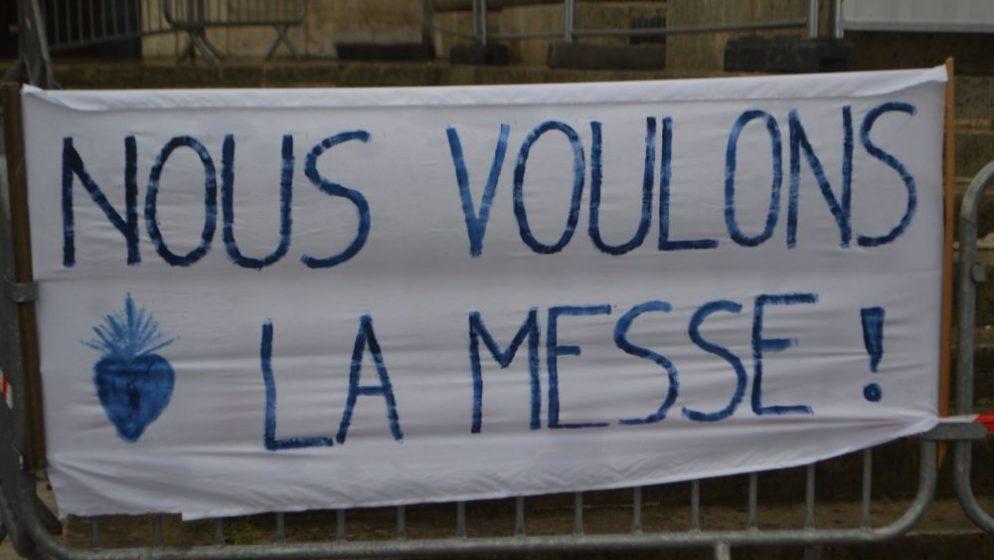 (VIDEO) Francuzi ustali protiv zabrane javnih misa