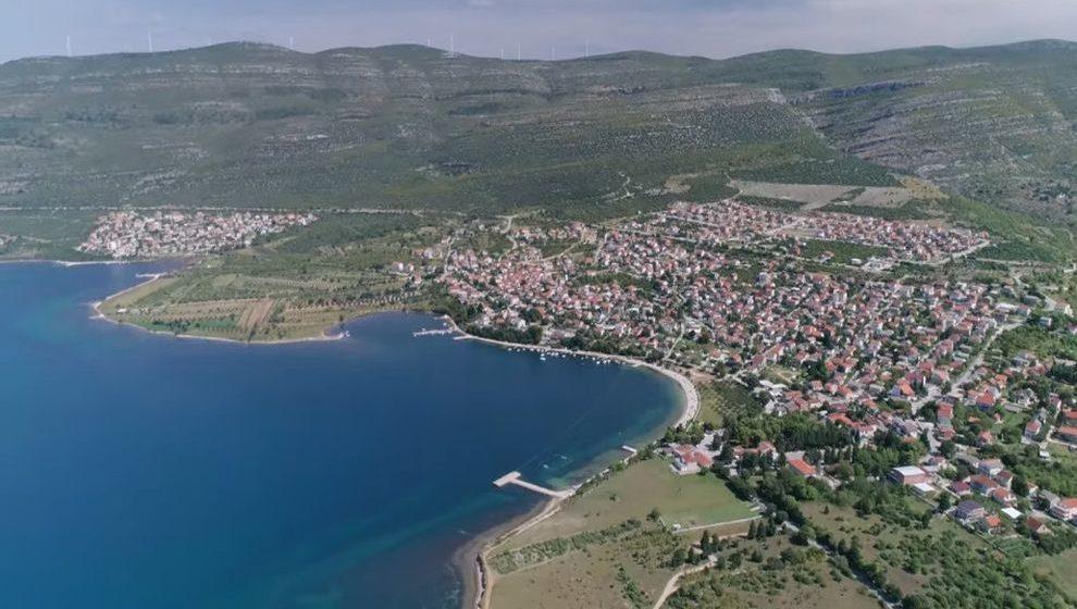 Dalmatinsko mjesto postalo hit među strancima. 'Nama je ovo vukojebina, a njima raj'