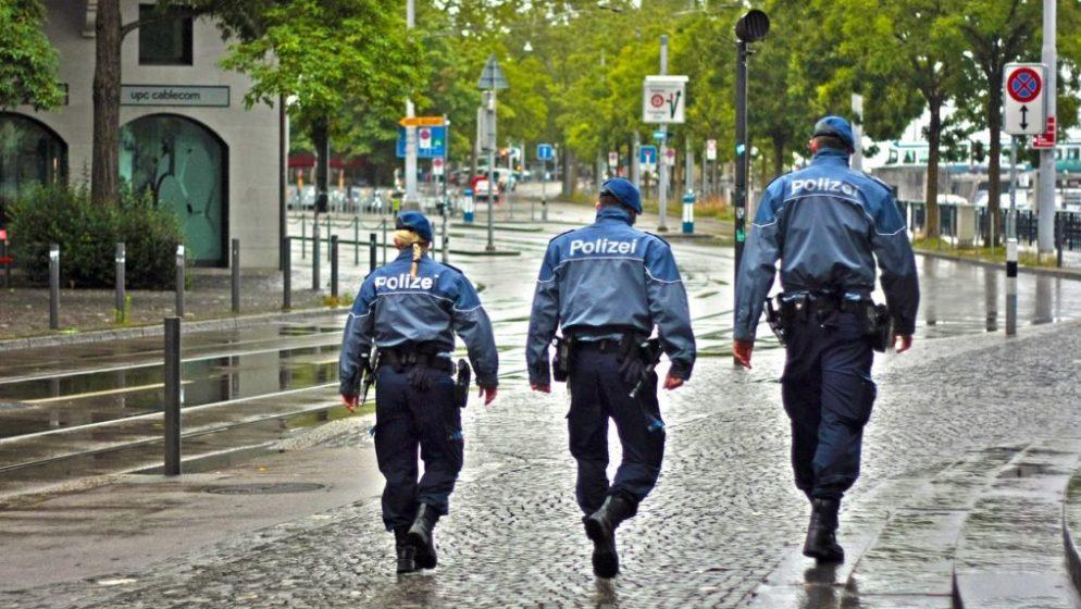 Dojavili susjedi: Njemačka policija razbila party u sobi hotela, pa karaoke