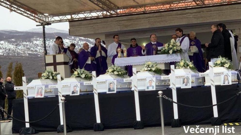 Tisuće na pokopu šestero mladih u mjestu Rakitno koji su preminuli na Novu godinu