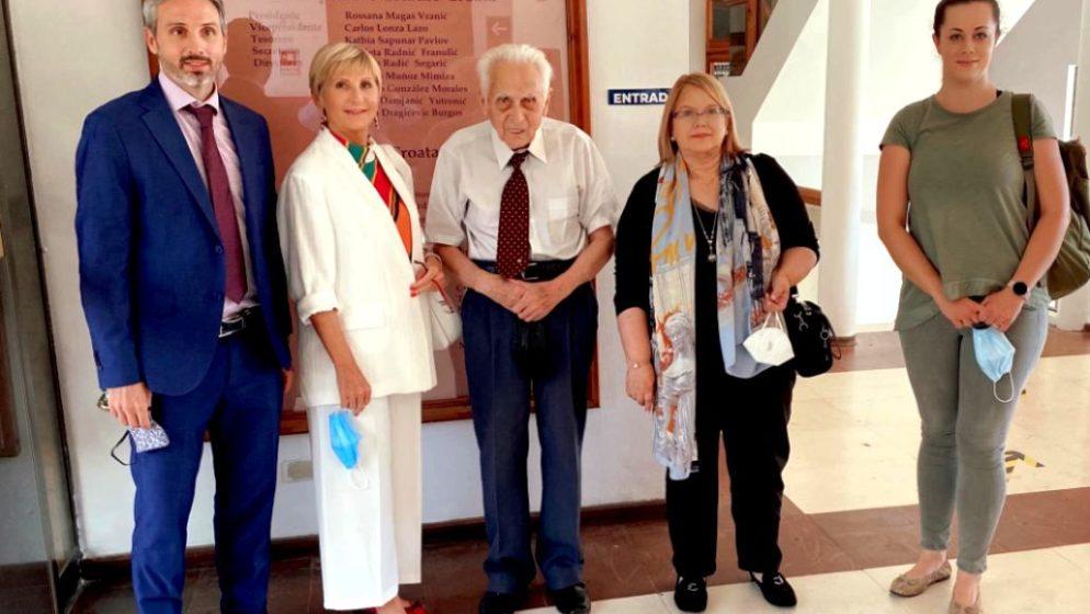 URUČENO VELIKO PRIZNANJE ANDRIJI RAJEVIĆU BEZMALINOVIĆU za 25 godina rada u Hrvatskom veleposlanstvu u Santiagu