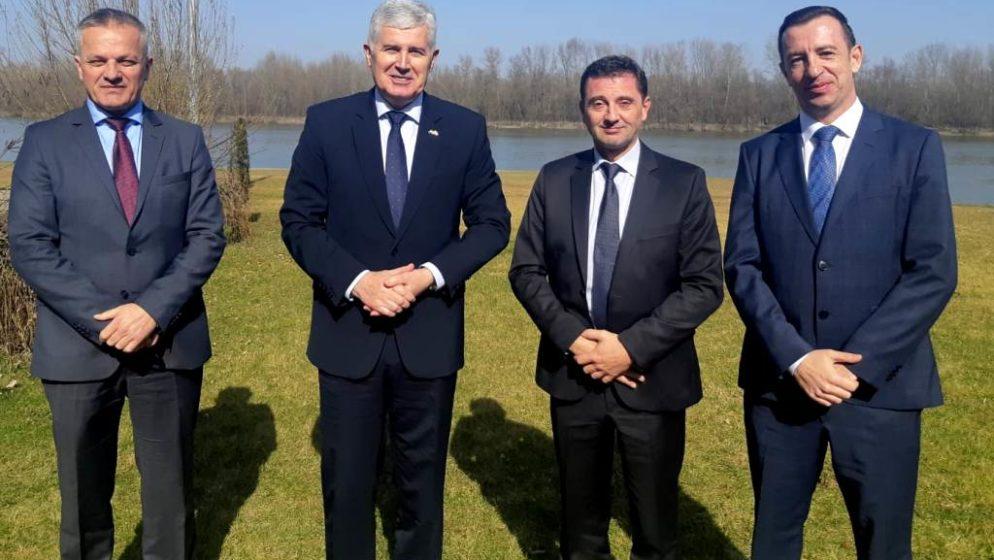 Državni tajnik Središnjeg državnog ureda za Hrvate izvan RH ZVONKO MILAS najavio nacionalni program potpore Hrvatima u BiH