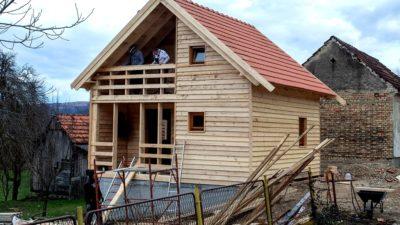 'POLJOPRIVREDNICI POMAŽU POLJOPRIVREDNICIMA' IZ SALZBURGA grade drvene kuće za stradale u potresu na Banovini