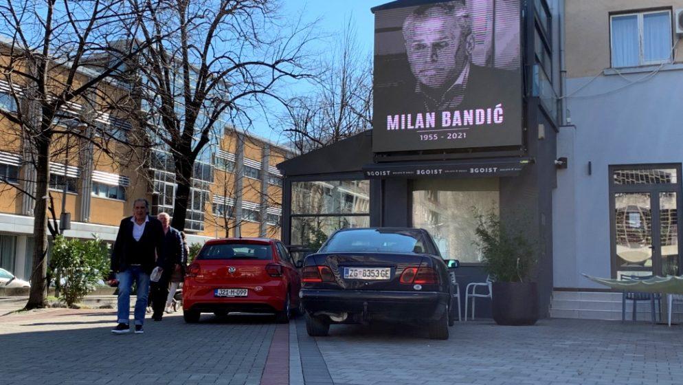 Ispred Bandićeve rodne kuće svijeće, u Mostaru fotografija na videozidu