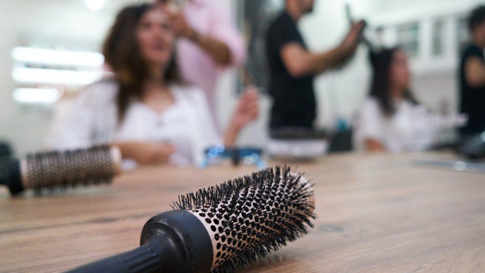 U (jednom) frizerskom salonu u Linzu izdano 20 prijava zbog kršenja mjera