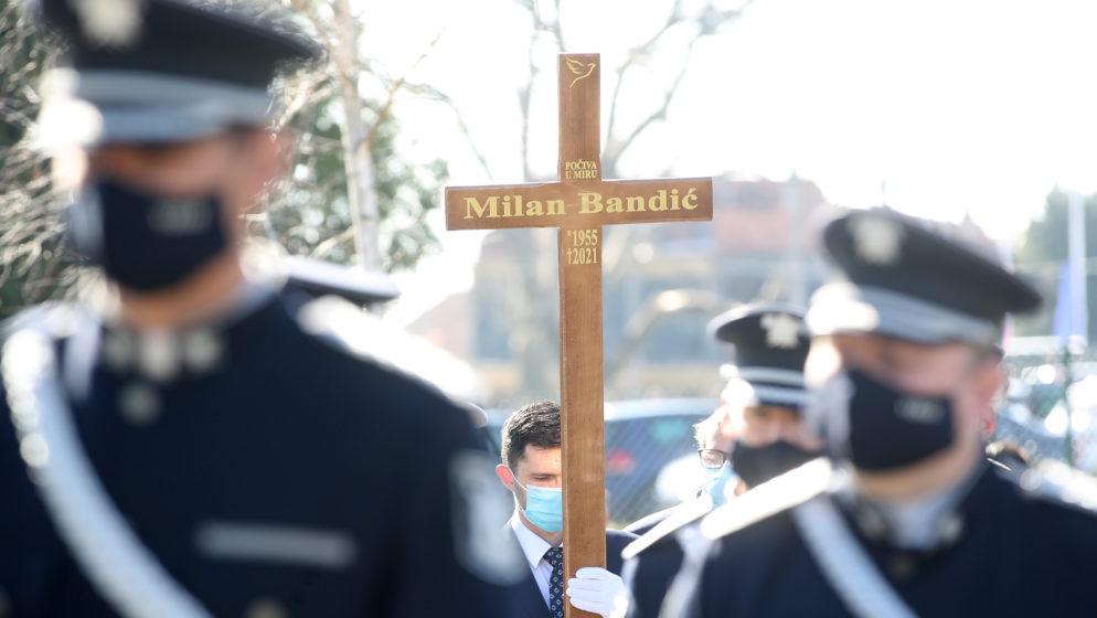 (FOTOGALERIJA) Mnoštvo na sprovodu Milana Bandića na Mirogoju
