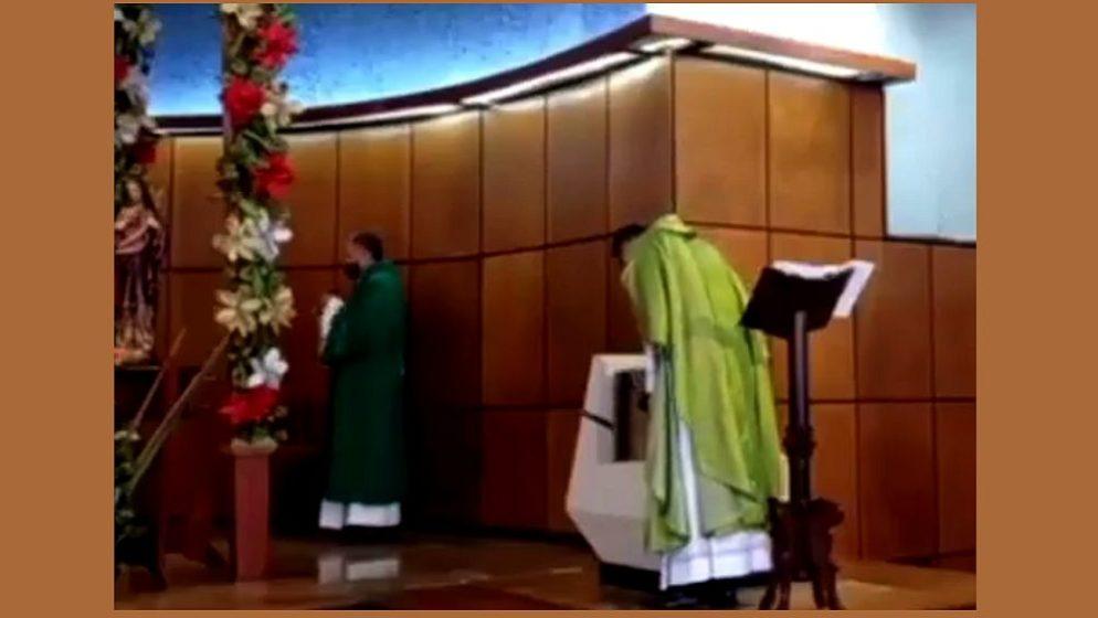 (VIDEO) SVEĆENIK IMAO STRAŠNU VIZIJU ZA VRIJEME MISE te zabranio davanje SVETE HOSTIJE na ruke