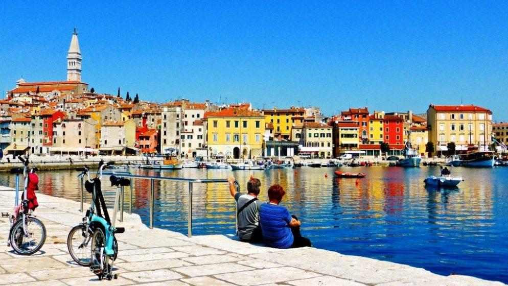Uvođenje digitalnih zelenih potvrda ključno za spas turizma, ocjenjuju eurozastupnici
