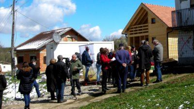 Austrijska udruga 'Bauern helfen Bauern' iz Salzburga, gradnjom kuća pomaže potresom pogođenim obiteljima