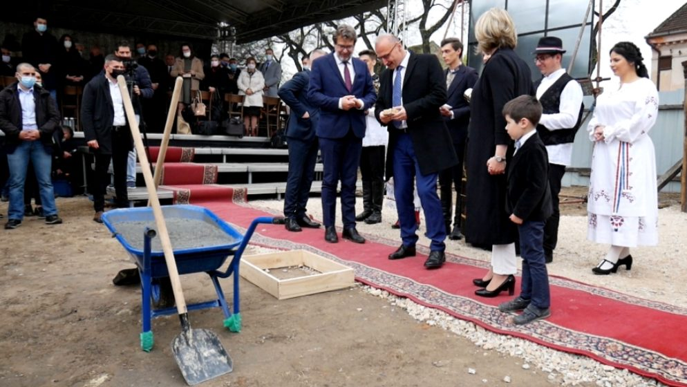 'Zašto veleposlanik Biščević djeluje u suprotnosti s interesima hrvatske zajednice u Srbiji?'
