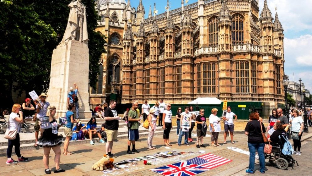 Tisuće ljudi u Londonu prosvjedovalo zbog zatvaranja i Covid putovnica