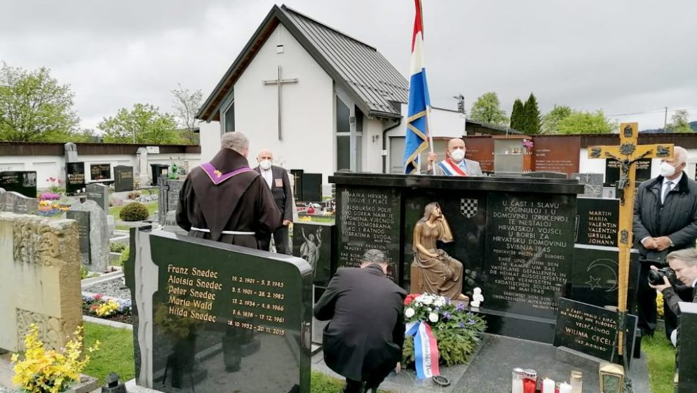 Održana molitva kod spomenika na Bleiburškom polju i na groblju u Unterloibachu u organizaciji HKM Klagenfurt