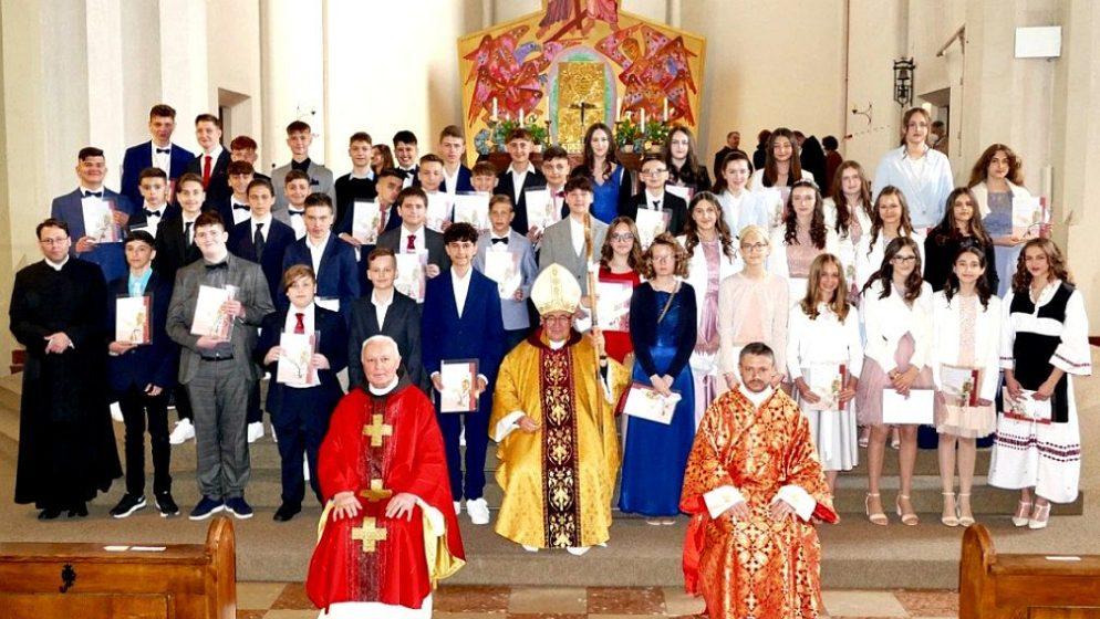 Kardinal Vinko Puljić krizmao u Hrvatskoj katoličkoj župi bl. Alojzija Stepinca u Salzburgu 47 mladih