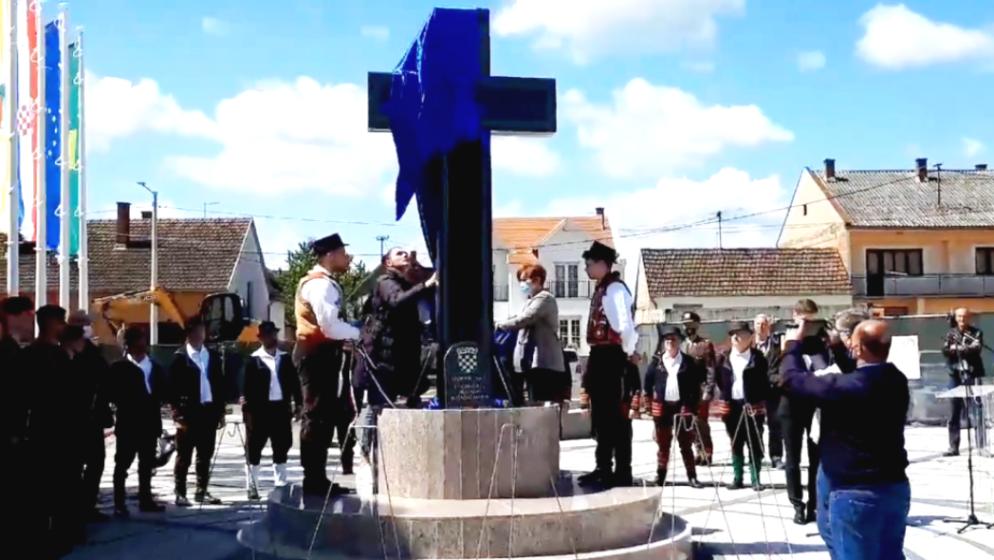 U Bošnjacima otkriven spomen križ ubijenima i nestalima u tri rata