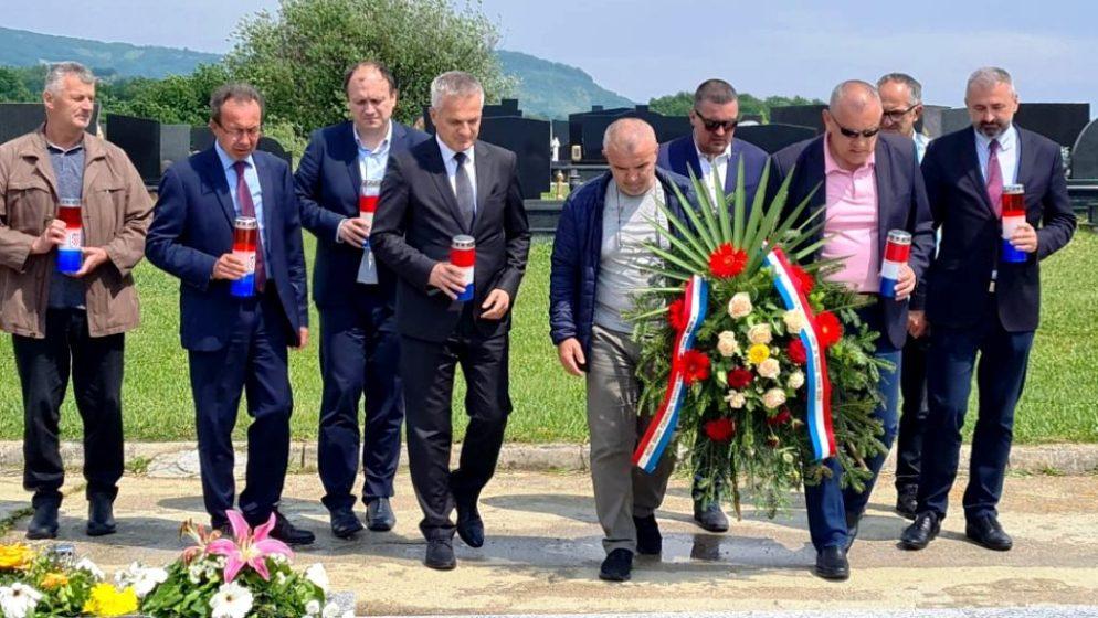 Državni tajnik Zvonko Milas odao počast ubijenoj djeci Viteza i travničkim Hrvatima