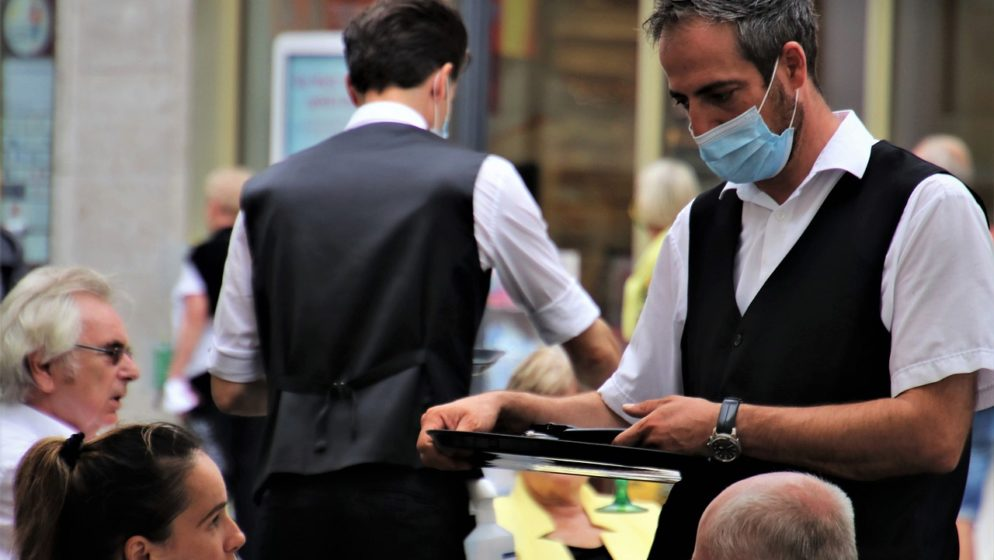 Očajni ugostitelj iz Pule: 'Dajem tisuću kuna onome tko mi pronađe konobara!'
