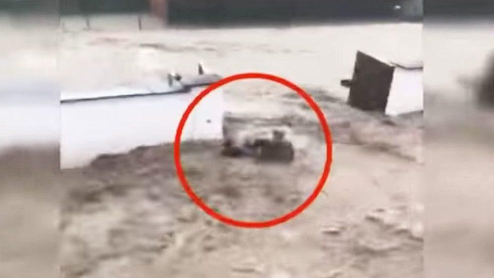 (VIDEO) Austrijanac riskirao život da spasi turski par iz poplava, Turci na društvenim mrežama slave heroja