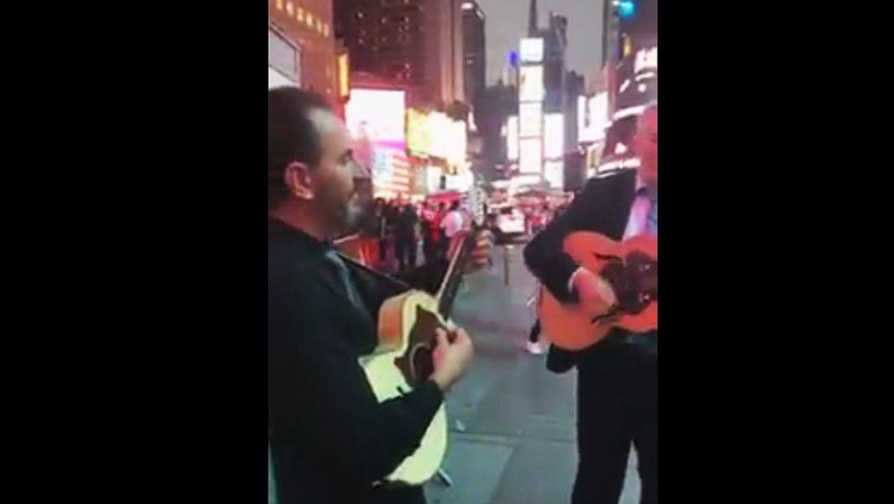 (VIDEO) 'Hrvatska mati me rodila, hrvatska zemlja othranila…' Predivna pjesma odzvanjala nasred newyorkškog Times Squarea