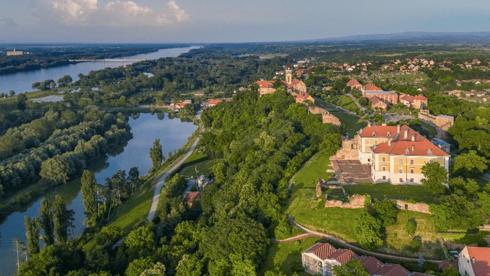 Zovu ga 'Dunavskim kraljevstvom vina i starina', a ima i restoran s Michelinovom preporukom