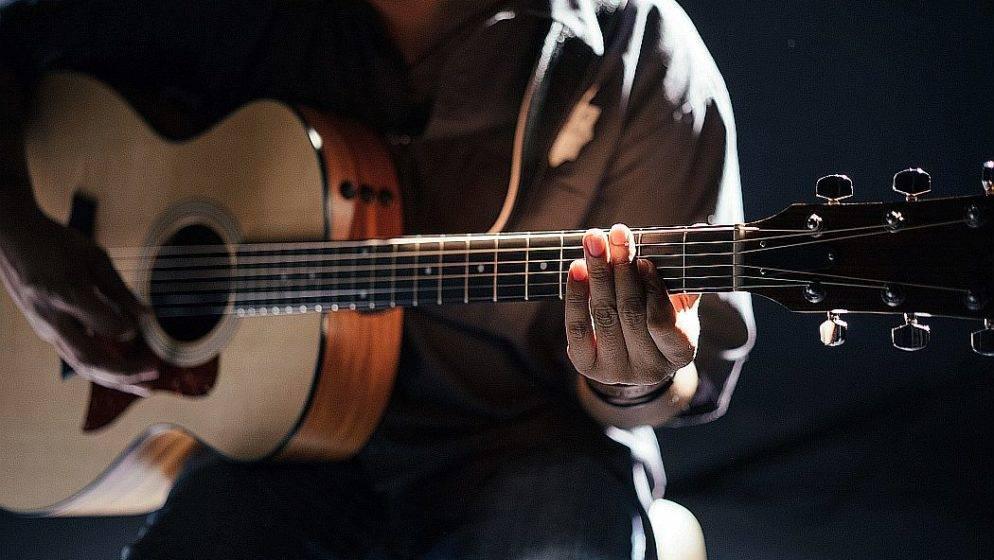 (VIDEO) Eric Clapton novom pjesmom protiv COVID restrikcija