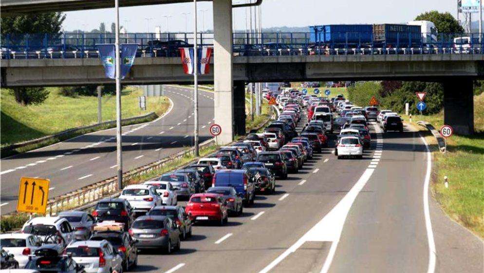 Na izlazu iz Hrvatske, na prijelazu Macelj, čeka se pet sati