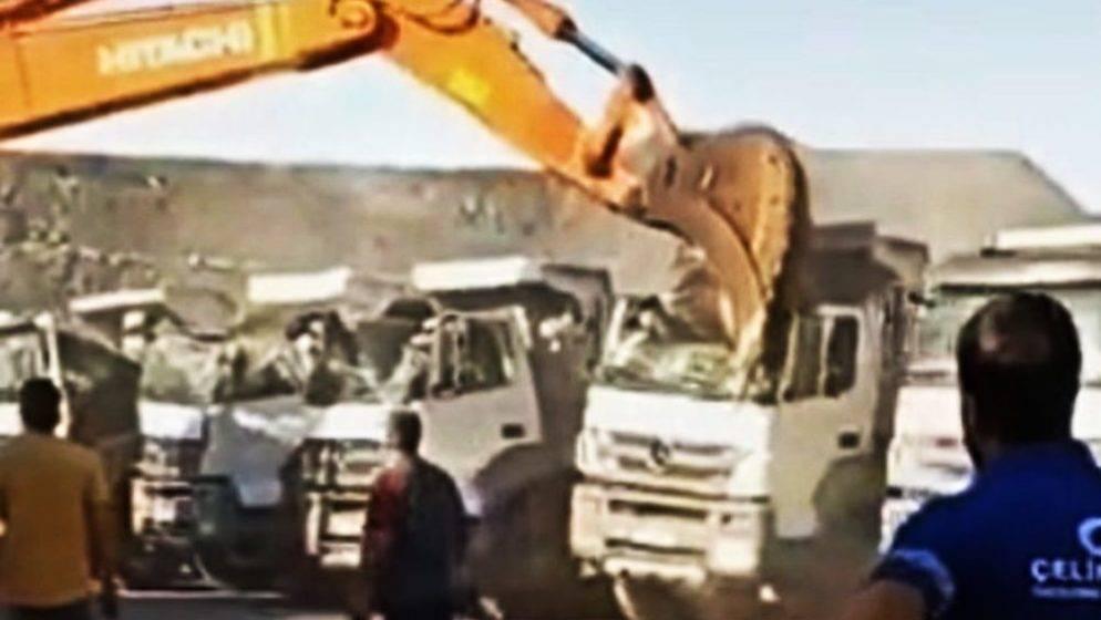 (VIDEO) Radnik nije dobio plaću, sjeo je u bager i razbio pet kamiona