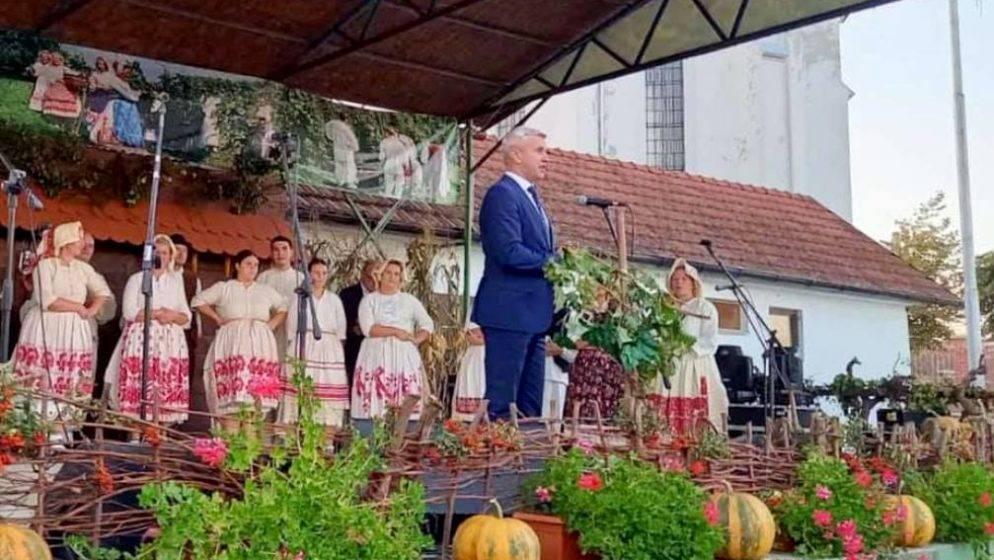 ODRŽANA 54. VOLODERSKA JESEN – najveća i najstarija manifestacija posvećena berbenim običajima u Sisačko-moslavačkoj županiji