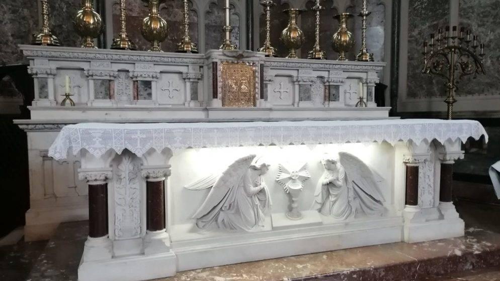 (FOTO) Iz Slavonije u Dublin donijeli dar za HKM Dublin - komplet oltarnika za sva tri oltara
