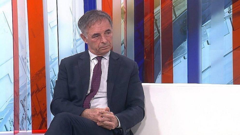 Vučić Srbima rekao da danas izvjese zastave, Pupovac poručio drugačije